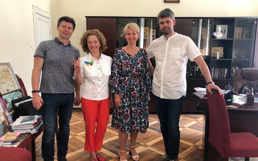 Співпраця з Українським інститутом національної пам'яті.